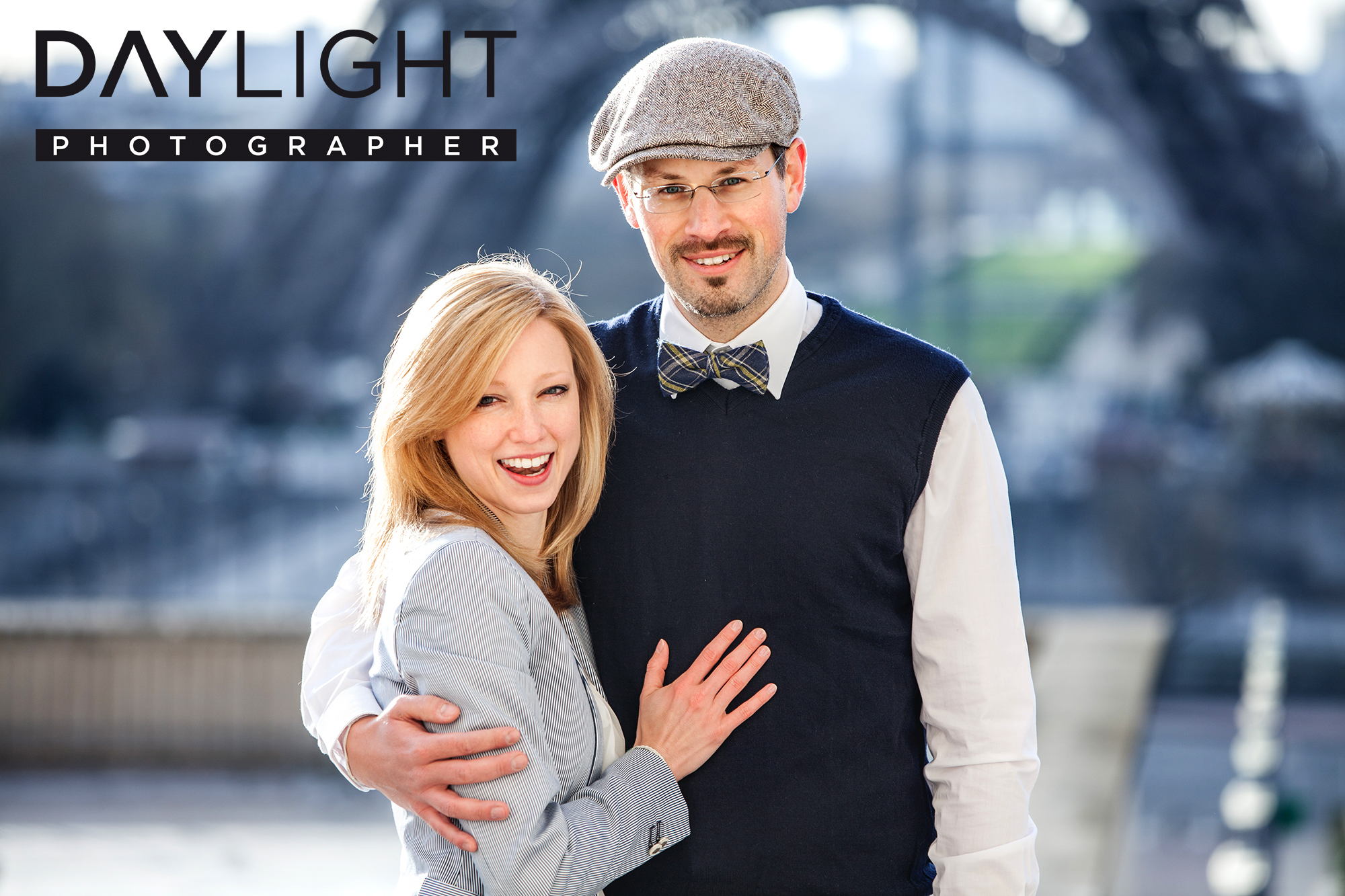 couple photoshooting in paris pricing