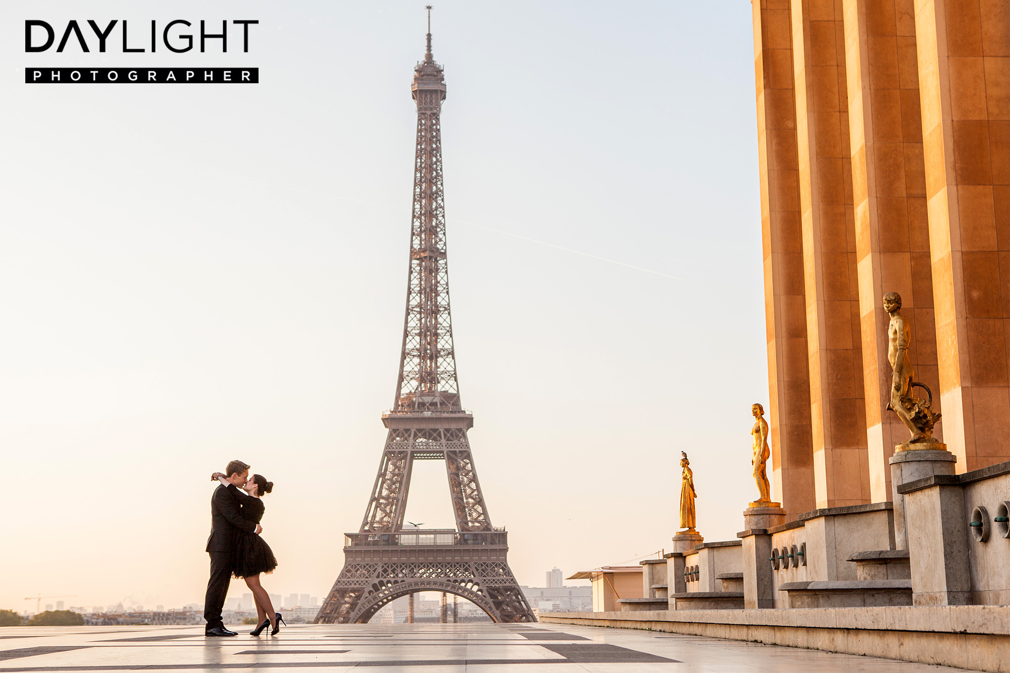 Book a professional photographer for a photoshoot in Paris