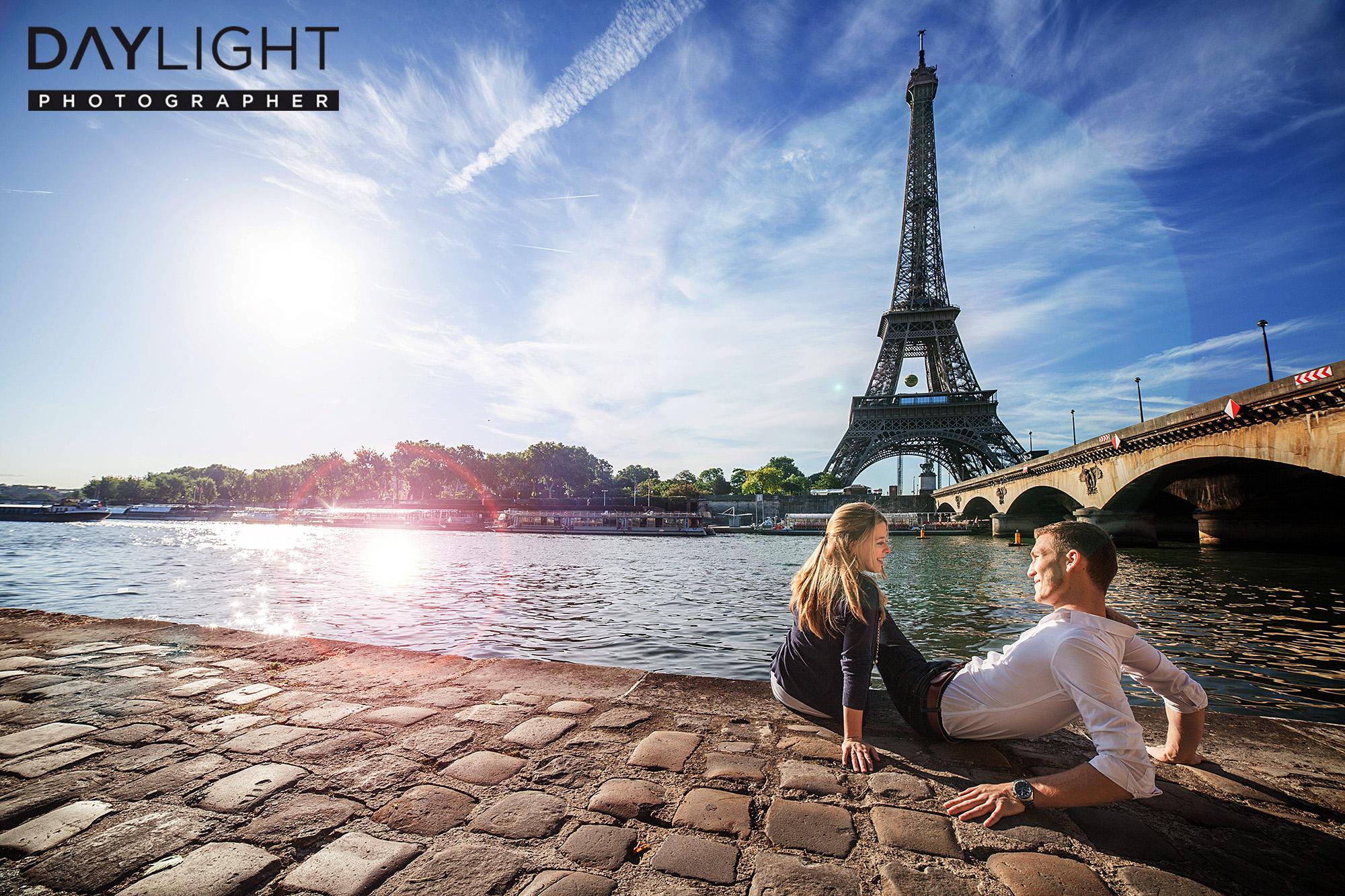couple photoshoot paris eiffeltower