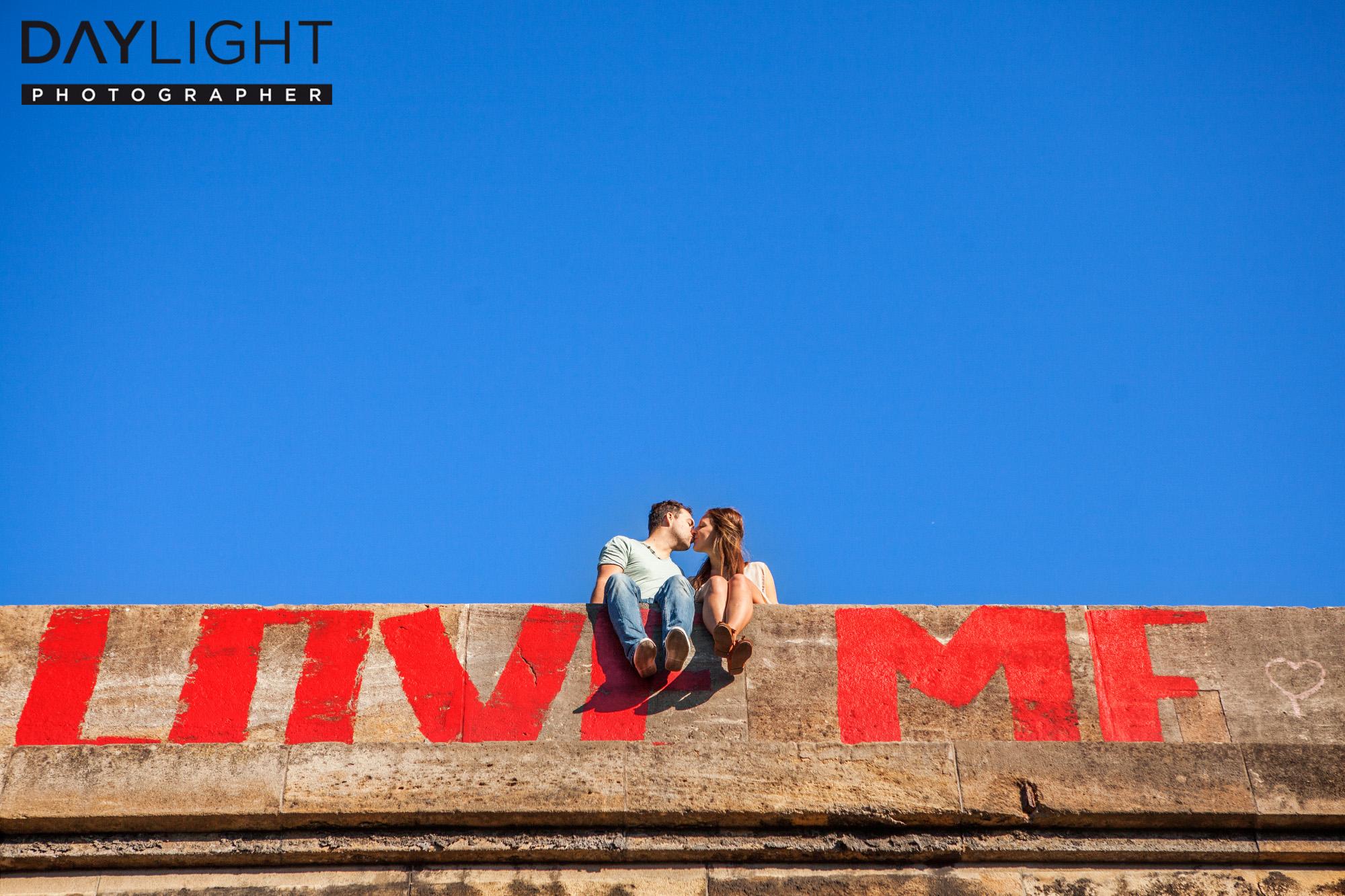 love kiss photoshooting photographer