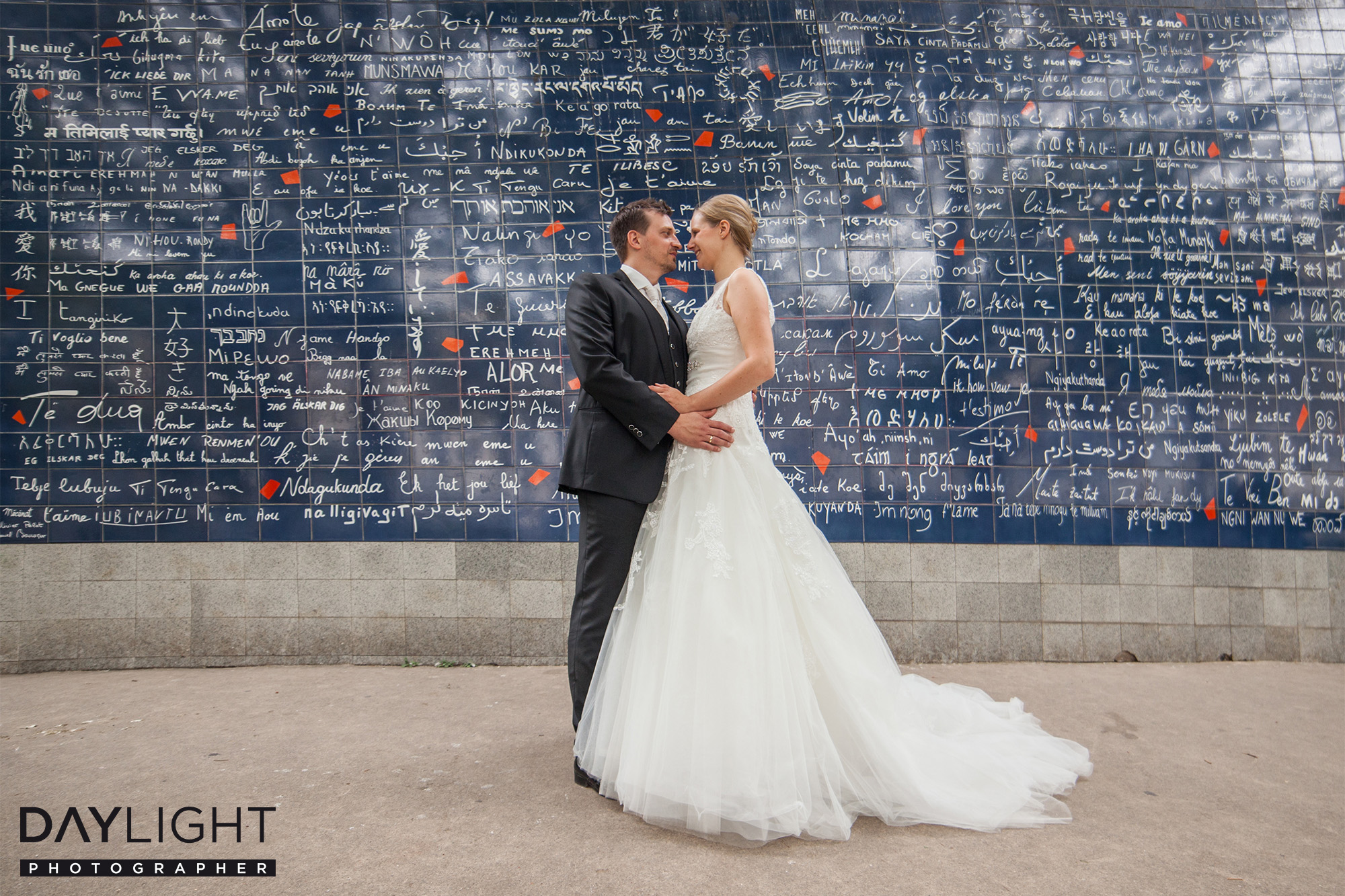 love wall paris wedding photographer