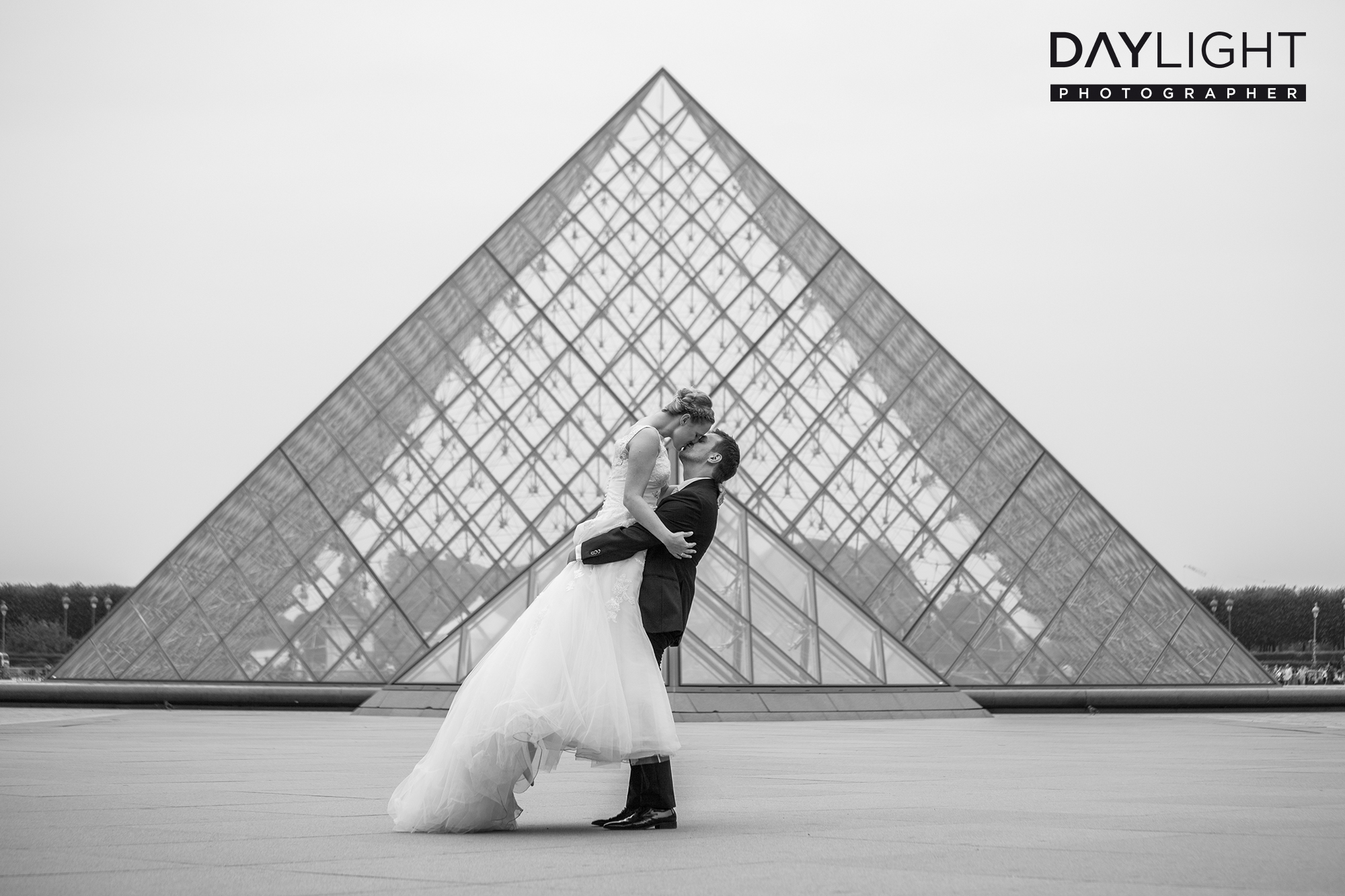 wedding photographer paris louvre